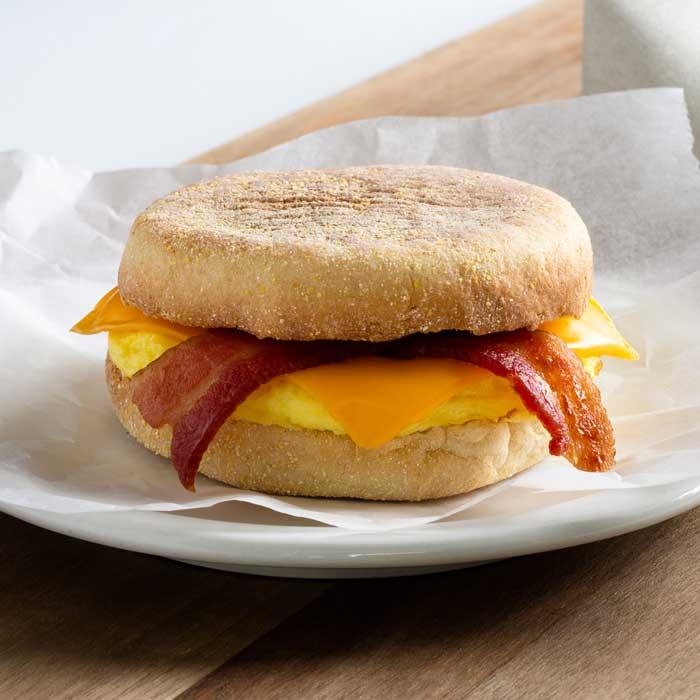 Bacon_Egg_Cheese_breakfast_sandwich